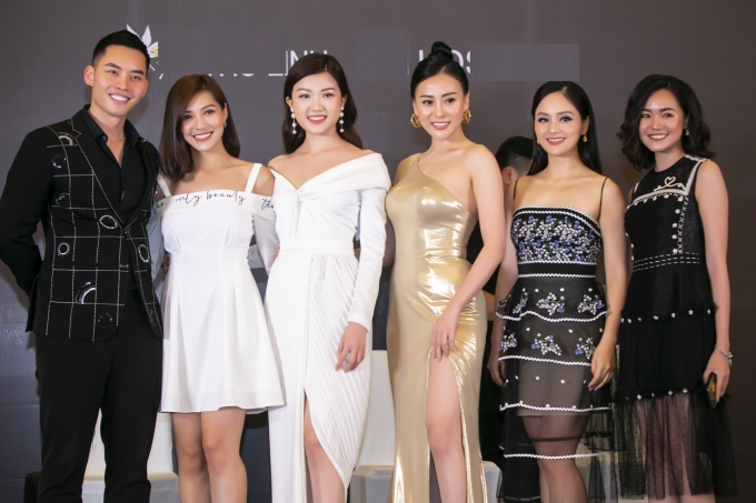 Sự kiện còn có sự tham gia của MC - người mẫu Mạnh Khang (trái).