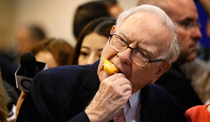 Hình ảnh quen thuộc của nhà đầu tư huyền thoại Warren Buffett. Ảnh:Business Insider.