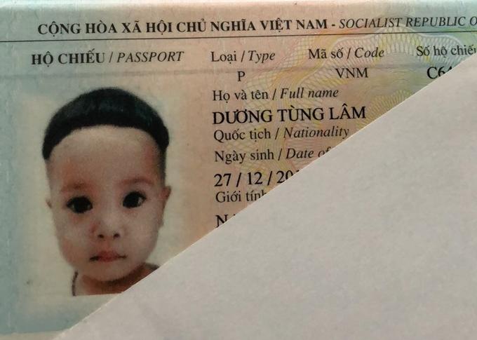 Hộ chiếu của bé Đậu Đỏ.