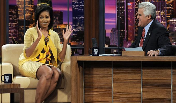 Người dẫn chương trình Jay Leno tiếp chuyện đệ nhất phu nhân Michelle Obama năm 2009. Ảnh:The Tonight Show.