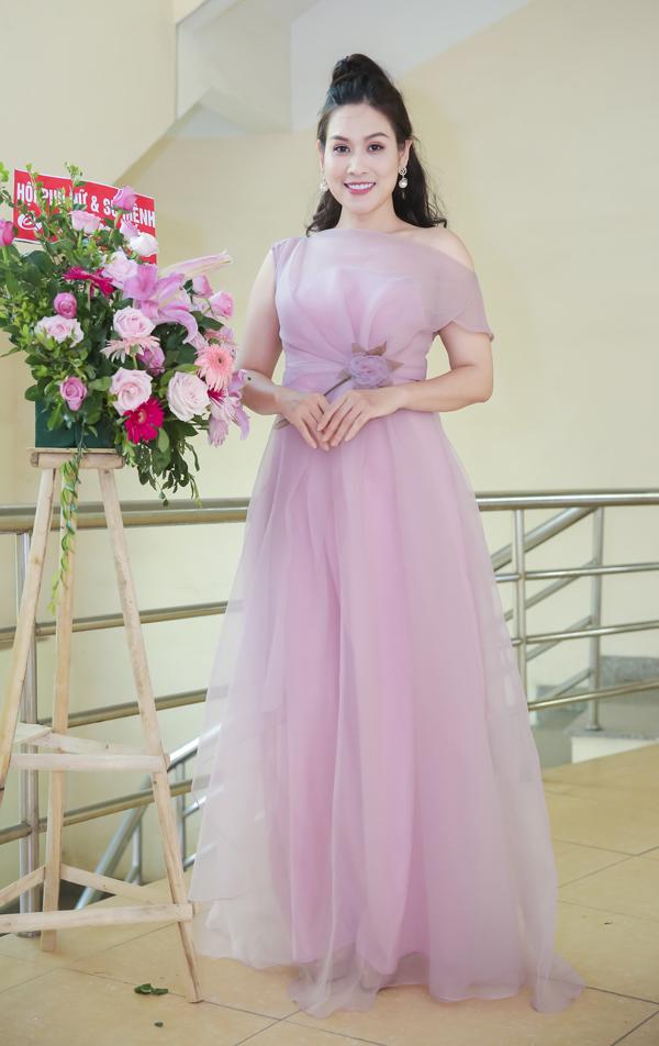 Phương Oanh mặc ton sur ton với chị Nguyệt thảo mai - 6