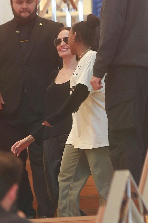 Nữ diễn viên có tâm trạng rất vui vẻ.