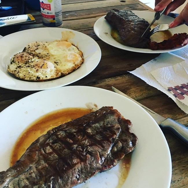 Từ một người ăn chay, Nicole quyết định chuyển sang ăn chủ yếu là thịt đỏ, hải sản.