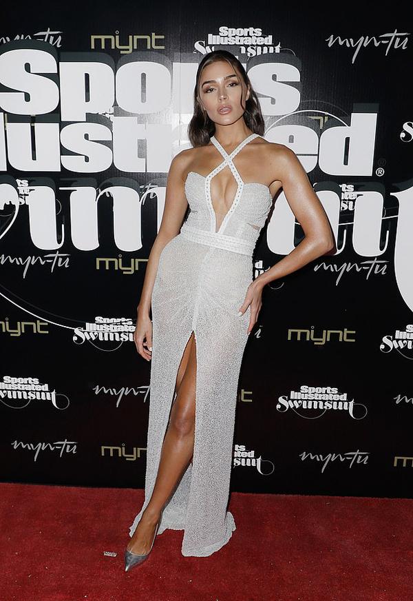 Olivia Culpo là gương mặt quen thuộc của tạp chí áo tắm Sports Illustrated. Cô cũng vừa thực hiện một bộ ảnh nóng bỏng với bikini với ấn phẩm này.