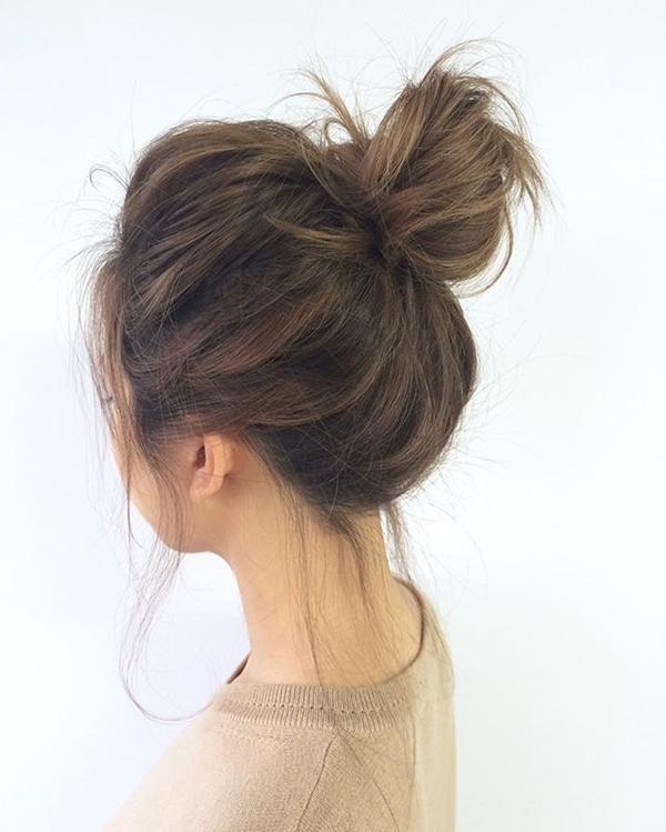 Hoặc búi rối để tăng độ phồng cho tóc.