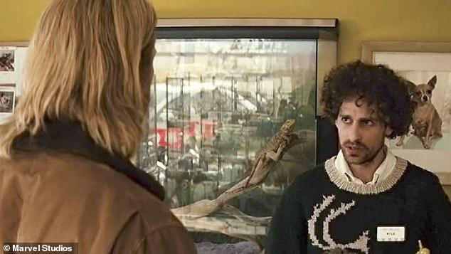 Isaac đóng vai chủ cửa hàng thú cảnh trong phim Thor cùng Chris Hemsworth.