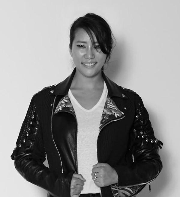 Younhee Park là nhà mốt yêu thích của các ngôi sao hàng đầu như Beyonce, Anne Hathaway, Paris Hilton... Thời gian gần đây, cô thường xuyên xuất hiện trên truyền thông thế giới và được công chúng, giới trẻ Hàn biết đến rộng rãi.