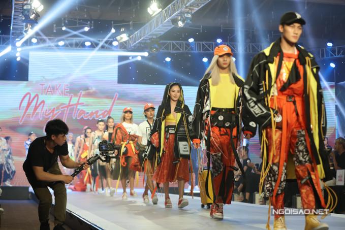 Team The Face của Thanh Hằng gồm Mạc Trung Kiên, Nam Anh, Thu Anh, Linh Chi, Mid Nguyễn cũng thể hiện thần thái và lối trình diễn chuyên nghiệp không kém.