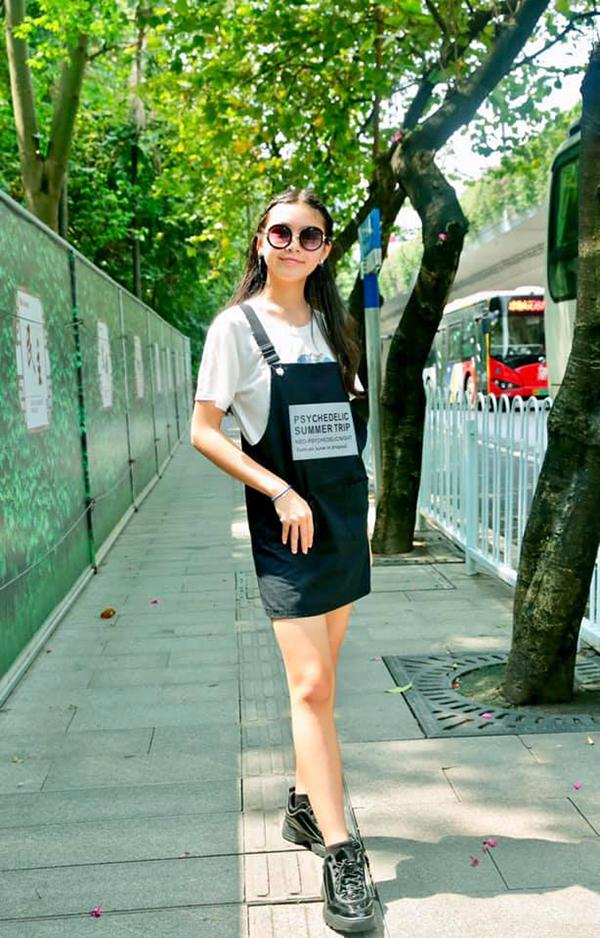 Lọ Lem hiện học tại một trường quốc tế. Với chiều cao nổi trội, cô bé từng được đảm nhận vị trí vedette trong một buổi biểu diễn áo dài của trường.