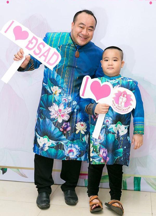 Diễn viên Hiếu Hiền mặc ton-sur-ton với con trai.