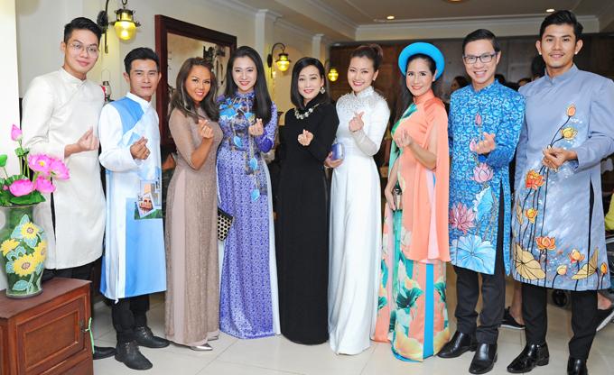 Đông đảo nghệ sĩ Việt mặc áo dài dự sự kiện tối 15/5.