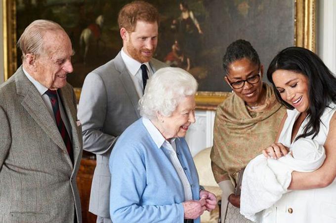 Mẹ Meghan, bà Doria Ragland xuất hiện hôm 8/5 cạnh vợ chồng Nữ hoàng và Hoàng tử Harry ở lâu đài Windsor. Ảnh: Instagram.