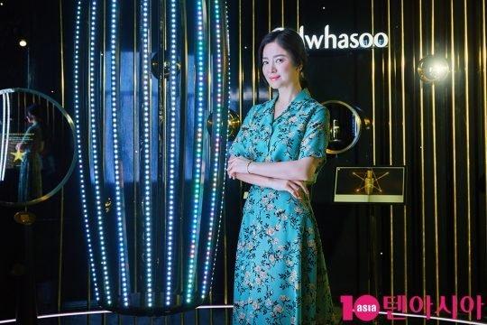 Song Hye Kyo và ông xã Song Joong Ki bị đồn hôn nhân trục trặc, nhưng hiện tại, tin đồn đã lắng xuống. Tại sự kiện gần đây, Song Joong Ki đã đeo lại nhẫn cưới, cho thấy mối quan hệ của hai vợ chồng đã tốt trở lại.