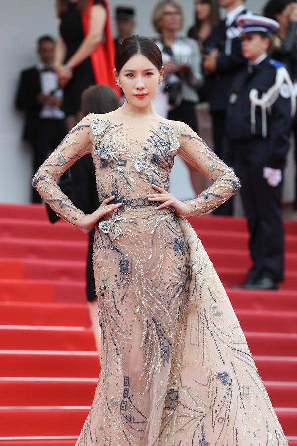 Riêng Thi Dư Phi - người đảm nhận vai tỳ nữ trong phim Diên Hy công lược - không bị chê về diện mạo nhưng tên cô vẫn trở thành từ khóa hot sau lễ khai mạc Cannes do cố tình bám trụ thảm đỏ dù bị yêu cầu rời đi.