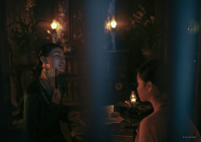 Maya bỡ ngỡ vì cảnh hôn đồng giới