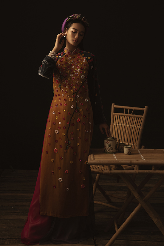 Là một trong những nhà thiết kế nổi tiếng với bản sắc riêng về sáng tạo lấy âm hưởng dân gian, mới đây Thủy Nguyễn đã khiến giới mộ điệu xuýt xoa khi giới thiệu bộ sưu tập Tình Tang.