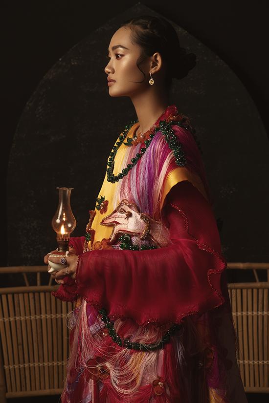 Học tập và tôi luyện tại môi trường quốc tế, Yenmang trong mình hơi thở, tư duy mới mẻ về thời trang. Yencho biết: Ngay khi được ngắm nhìn bộ sưu tậpTình Tang, tôi đã dấy lên khao khát muốn thực hiện một bộ ảnh nghệ thuật mang phong vị dân gian
