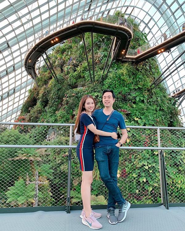 Có chung sở thích đi du lịch, cặp đôi cùng nhau trải nghiệm cuộc sống ở nhiều địa điểm nổi tiếng trên thế giới.