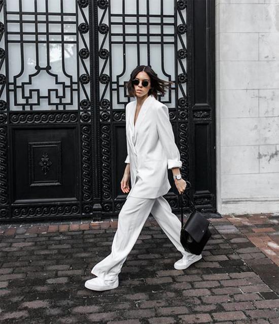 Blazer dáng rộng kết hợp cùng quần suông ống rộng cũng là xu hướng nổi bật ở mùa hè năm nay.