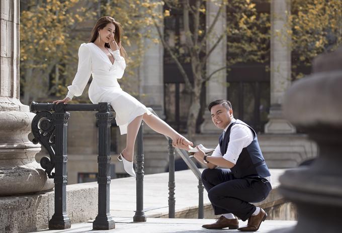 [Caption]Em trân trọng gửi đến Anh/chị ảnh cưới của đạo diễn Nhất Trung và vị hôn thê tại Paris, Pháp. Đám cưới của hai vợ chồng anh Nhất Trung sẽ diễn ra Khách sạn The Revevie Sai Gon trên đường Đồng Khởi Quận 1 vào ngày 31/5, với sự tham gia của nhiều nghệ sĩ Vbiz. Đặc biệt là cặp vợ chồng Trấn Thành - Hari Won, Trường Giang - Nhã Phương đã xác nhận chắc chắn sẽ tham gia. Tại đám cưới, MC Trấn Thành sẽ đảm nhận vai trò MC thảm đỏ giao lưu cùng khách mời. MC Trường Giang sẽ đảm nhận vai trò MC hoạt náo tại tiệc cưới, tổ chức trò chơi. Thông tin chi tiết và thiệp mời dự đám cưới của anh Nhất Trung em sẽ thay mặt ekip gửi đến Anh/chị sau ạ. Trong tiệc cưới, anh Trung có dành 1 bàn tiệc cho nhà báo và dành chỗ cho phóng viên tác nghiệp. Đồng thời sẽ có gửi chi phí cảm ơn đến phóng viên nhận được thư mời dự tiệc, hỗ trợ giúp anh Trung đưa tin về ngày vui của anh cùng bà xã ạ.