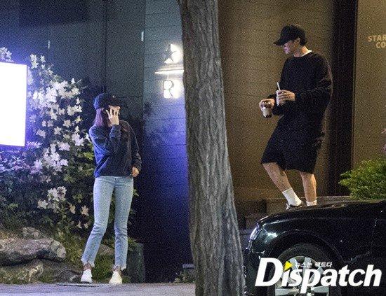 Tờ Dispatch hôm17/5 đăng tải loạt ảnh tài tử So Ji Sub và nữ diễn viên Jo Eun Jung tại một tiệm cafe tại khu Hannam-dong. Cặp đôi ăn mặc đơn giản, đội mũ che mặt. Trong khi Jo Eun Jung đứng ngoài chờ, So JI Sub vào mua đồ uống. Theo Dispatch, cặp đôi quen biết vào tháng 3 năm ngoái, thời điểmSo Ji Sub quảng bá bộ phim mớiBe With You và tham gia chương trình truyền hình One Night of Entertainment của đài SBS mà Jo Eun Jung là phóng viên dẫn show.