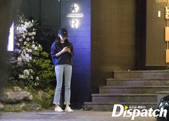 Ngay sau khi trở ra, cặp sao đi bộ đến nơi để xe. Trước thông tin hẹn hò, So Ji Sub thông qua công ty quản lý xác nhận: Đúng là anh ấy và diễn viên Jo Eun Jung đang hẹn hò, họ nghiêm túc với mối quan hệ này. Cặp đôi gặp nhau trong chương trình One Night of Entertainment của So Ji Sub, sau đó nhiều lần gặp gỡ qua bạn bè. Chúng tôi không biết chính xác họ đã yêu nhau bao lâu.
