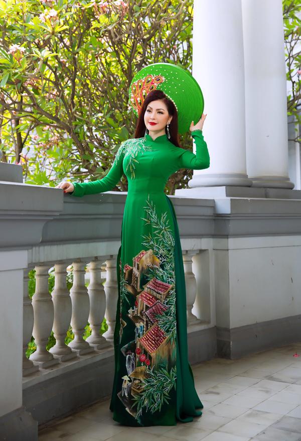 Nguồn cảm hứng sáng tạo của Minh Châu khi thiết kế loạt tác phẩm này chính là người mẹ quá cố mà anh hết mực yêu thương, kính trọng.