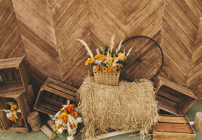 Vì là người cầu toàn nên Yến đóng góp nhiều ý tưởng trong việc xây dựng chủ đề cưới, từ việc chọn vật liêu, màu sắc chính xác của các vật liệu bằng gỗ.Việc xây dựng ý tưởng cho đám cưới mất khoảng 1 năm.Các loài hoa, cỏ được sử dụng là cỏ lau, lavender, lúa mạch, hồng, cúc và phi yến.