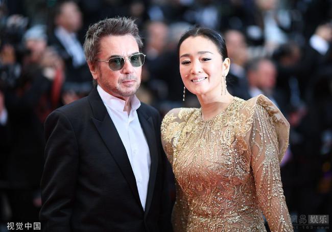 Củng Lợi tay trong tay ông xã 71 tuổi trên thảm đỏ Cannes - 3