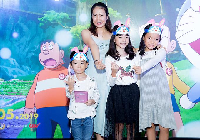 MC Thanh Thảo dành thời gian đưa các con tới rạp xem bộ phim hoạt hình nổi tiếng.