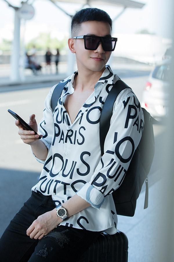 [Caption Chia sẻ trước khi lên đường sang Pháp, Võ Cảnh cho biết: