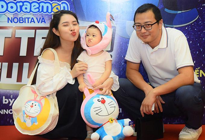 Tại Hà Nội, vợ chồng ca sĩ Bảo Trâm cũng đưa con gái đi xem phim này.