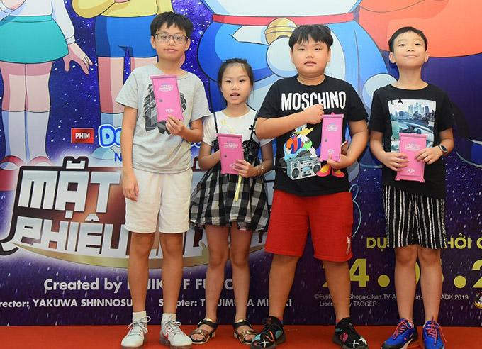 Các con của nghệ sĩ hài Xuân Bắc hào hứng khám phá phần phim mớiNobita và mặt trăng phiêu lưu ký.