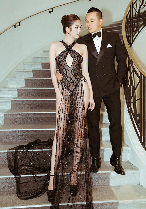 Ngọc Trinh lần đầu được nhà tài trợ chính của LHP Cannes mời dự sự kiện điện ảnh lớn nhất hành tinh. Cô đi cùng ông bầu Vũ Khắc Tiệp.
