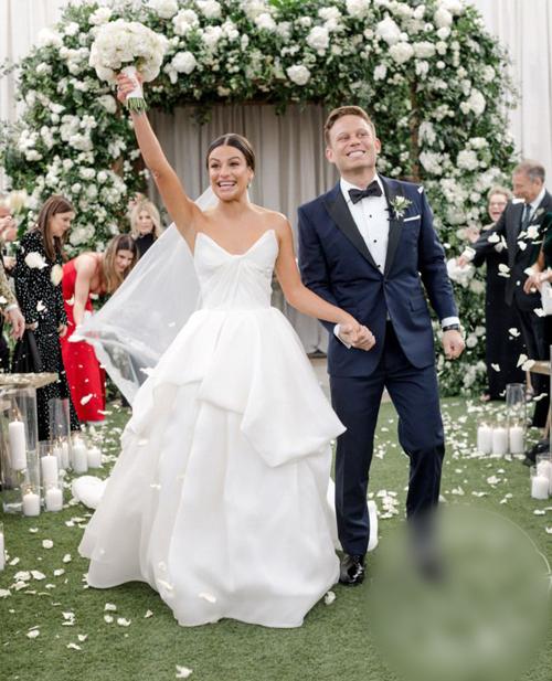 Ngày 9/3, nữ diễn viên, ca sĩLea Micheleđã cưới Zandy Reich, là chủ thương hiệu quần áo AYR ở một resort tại Napa, California.Chú rể Zandyvà Leađã hẹn hò trong 2 năm. Anh đã ngỏ lời cầu hôn Lea vào ngày 29/4/2018.