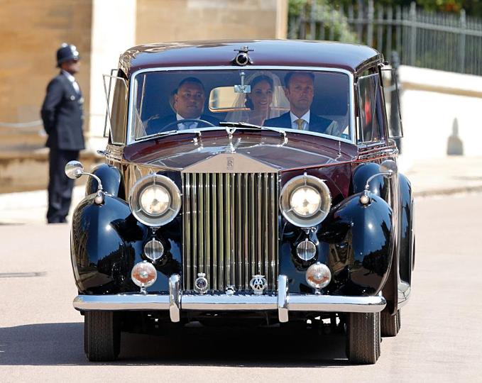 Meghan Markle trên chiếc1955 Rolls-Royce Phantom IV của Nữ hoàng Elizabeth đến đám cưới mình năm 2018. Ảnh:INDIGO.