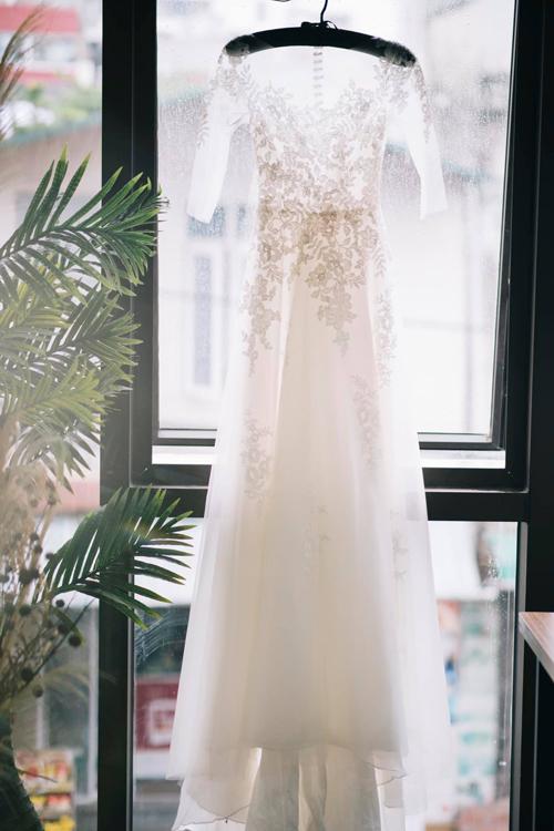 Mẫu váy đính ren chủ yếu ở thân trên mang đến sự nữ tính, lãng mạn.
