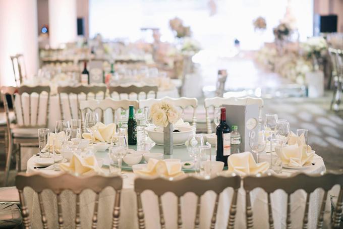 Đám cưới ở Hà Nội của uyên ương có quy mô khoảng 20 bàn tiệc, mỗi bàn dành cho 8 người.