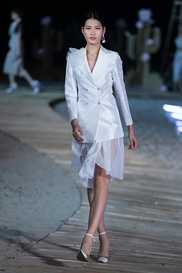 Theo nhà thiết kế, bộ sưu tập thể hiện tinh thần thời trang là chính bạn, chính bạn là thời trang.