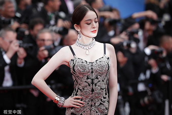 Mỹ nữ Tân Cương vào top người đẹp trên thảm đỏ Cannes