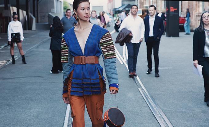 Hà Kino chia sẻ, trước khi đi Australia cô chỉ có hai ngày để chuẩn bị quần áo, phụ kiện. Trang phục hầu hết đã có sẵn, hơn một nữa đã được người mẫu sử dụng nhưng được mix-match lại để gây ấn tượng.