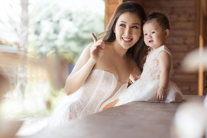 [Caption] Nhân ngày thôi nôi của con, Bảo Như cho biết: