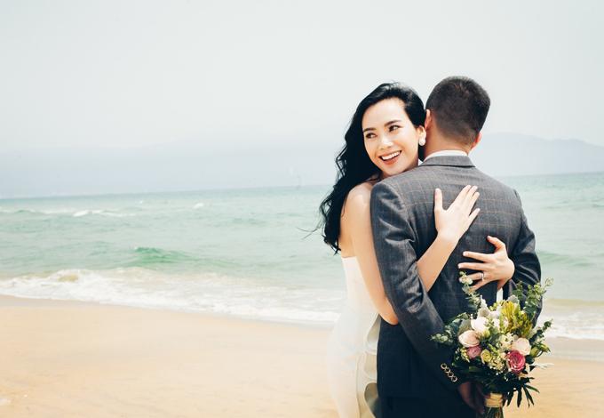 Sau lễ đính hôn ngày 20/4 tại Quảng Nam, Trương Kiều Diễm đã bí mật lên xe hoa với hôn phu vào ngày 11/5 ở TP HCM. Uyên ương đã có 4 năm tìm hiểu trước khi kết hôn. Vì muốn giữ sự riêng tư cho chồng nên nữ ca sĩ không công bố danh tính cũng như gương mặt của ông xã.Trương Kiều Diễm sinh năm 1992, được biết đến rộng rãi khi đạt giải Á quân của cuộc thi X-Factor năm 2016. Kiều Diễm còn gây chú ý bởi ngoại hình đẹp, sáng sân khấu, có chiều cao lý tưởng (1m76), giọng hát tốt. Đến năm 2017, cô lọt vào vòng chung kết cuộc thi Sing My Song, thể hiện khả năng sáng tác, chơi được nhiều nhạc cụ như guitar, trống, piano.