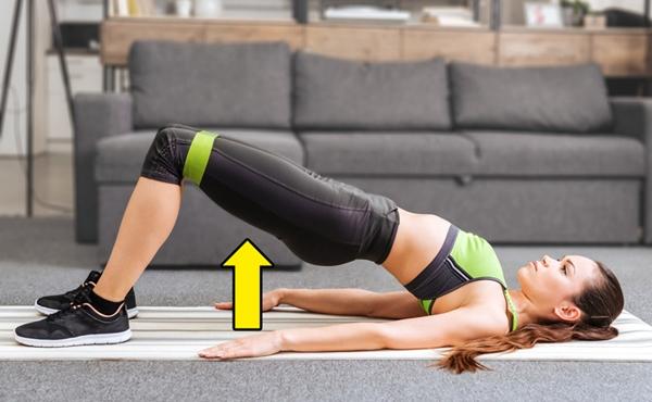 Động tác cây cầu Động tác này giúp tăng độ săn chắc cho cơ bụng, siết lại những bó cơ bị kéo giãn trong quá trình mang bầu. Bạn có thể tăng cường hiệu quả bằng cách dùng thêm dây cao sukháng lực vòng qua hai đùi.Nằm ngửa trên thảm, hai tay duỗi thẳng, hai đầu gối gập. Dùng cơ bụng nâng toàn bộ người lên sao cho đầu gối, bụng, ngực tạo thành một đường thẳng. Giữ trong 5 giây rồi trở về tư thế ban đầu. Lặp lại động tác 10 lần x 3 hiệp.
