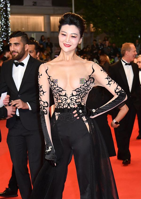 Xiêm y hở bạo càn quét thảm đỏ Cannes - 8
