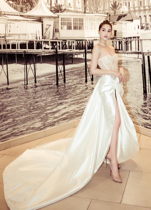 Người đẹp quê Trà Vinh quyến rũ với thiết kế xuyên thấu, cúp ngực và xẻ vạt cao táo bạo.