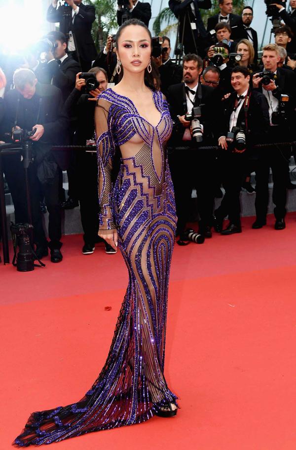 Xiêm y hở bạo càn quét thảm đỏ Cannes - 1
