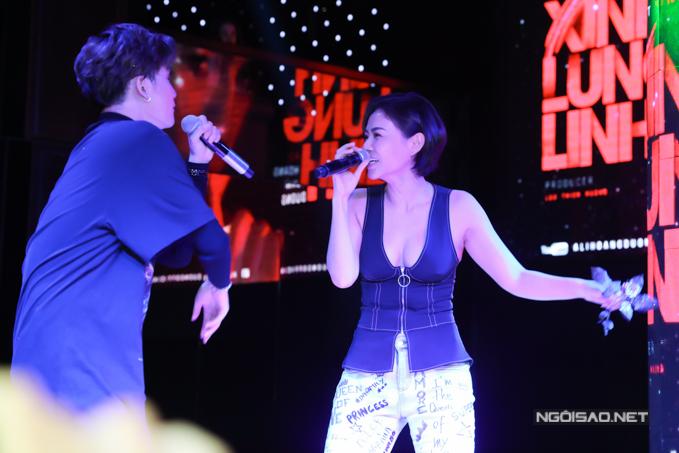 Ca sĩ Thu Minh - huấn luyện viên của Ali tại The Voice 2017 cũng có mặt và song ca cùng học trò bài hát Ghét.