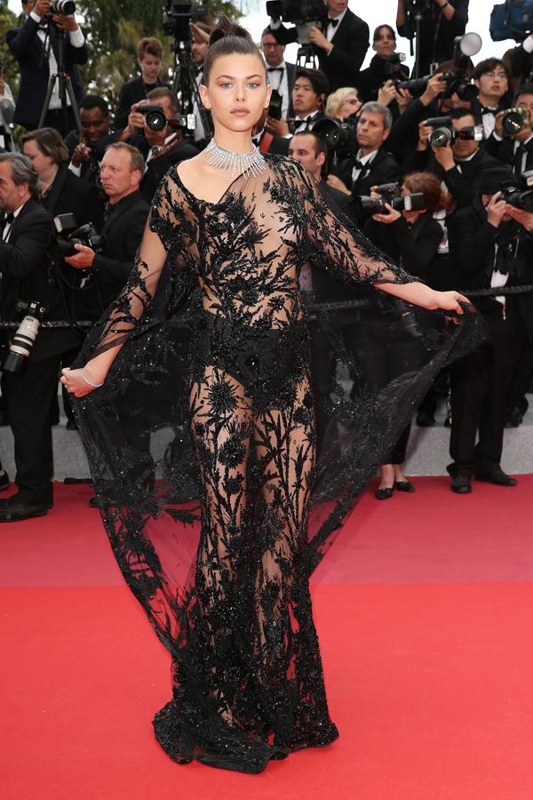 Xiêm y hở bạo càn quét thảm đỏ Cannes - 5