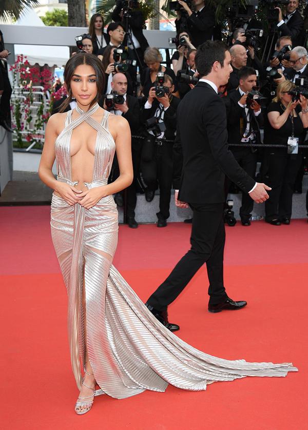 Xiêm y hở bạo càn quét thảm đỏ Cannes - 6